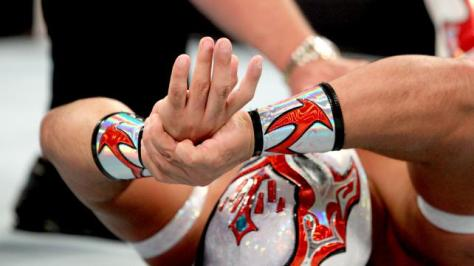 I only need one of those fingers to show how I feel about Sin Cara